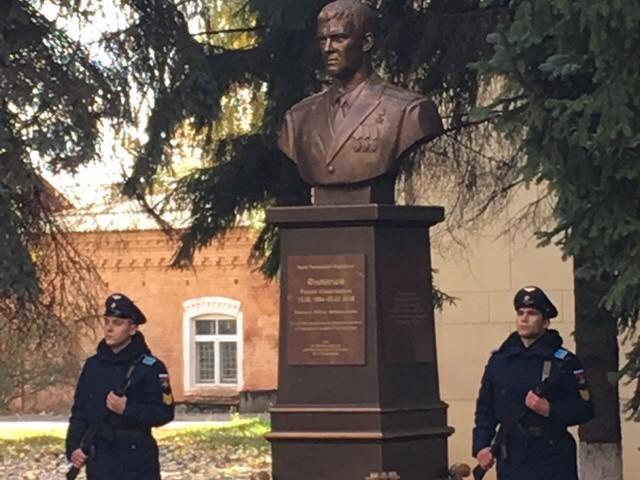 Студенты филиала на открытии бюста Героя России Романа Филиппова